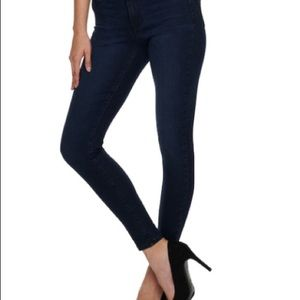 Jennifer Lopez super skinny sculpting jeans.